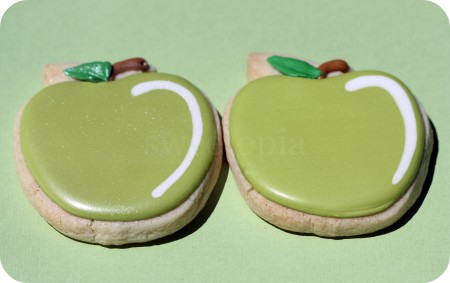 decorated-green-apple-cookies