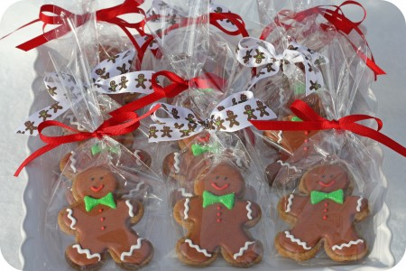 tray of bagged gingerbread men cookies_edited-1